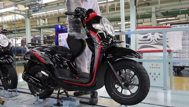 Membahas mesin Scoopy yang tak berubah sejak awal diluncurkan. Sementara pesaingnya 'naik pangkat' dari 113 cc menjadi 125 cc.
