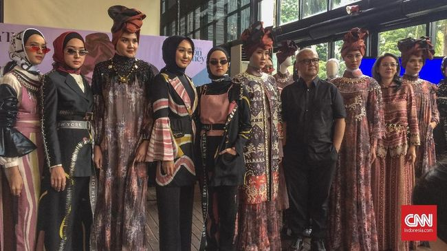 Itang Yunasz dan Dian Pelangi mendapat banyak pelajaran dari ajang New York Fashion Week 2019 yang baru saja diikuti keduanya.