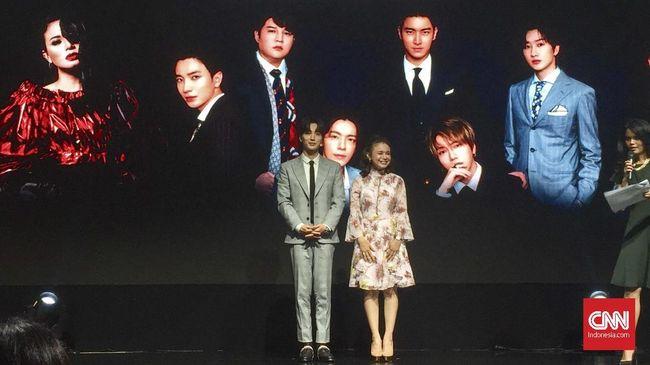 Personel Super Junior Leeteuk bakal membuat kolaborasi perdana dengan penyanyi Indonesia Rossa. Kolaborasi itu direncanakan rilis pada paruh kedua tahun ini.
