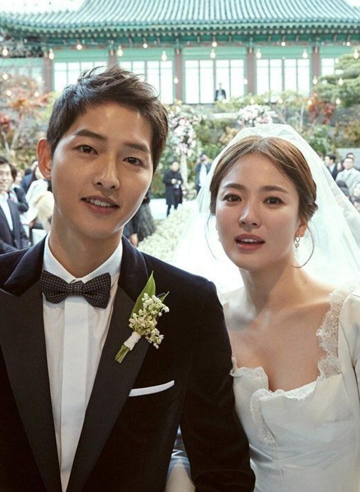 Meski kehidupan pernikahannya jarang terekspos, serasinya Song Joong Ki dan Song Hye Kyo yang dikenal dengan Song Song Couple bikin hati adem.