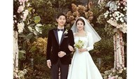 """<p><a href=""""https://hot.detik.com/celeb/4316507/5-lanjutan-kisah-cinta-song-joong-ki-dan-song-hye-kyo"""" target=""""_blank"""">Song Joong Ki dan Song Hye Kyo</a>menikah pada 31 Oktober 2017. Pernikahan mereka jadi yang paling ditunggu-tunggu penggemar. Bunda salah satunya? He-he-he. (Foto: Instagram @kyo1122)</p>"""