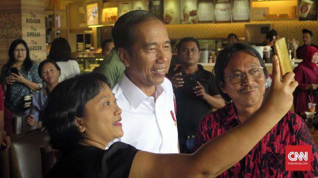 Mendengar sindiran warga Cileungsi Bogor, Jokowi mengatakan ia tak boleh memberikan sepeda lagi karena menjelang pemilihan presiden (Pilpres) 2019.