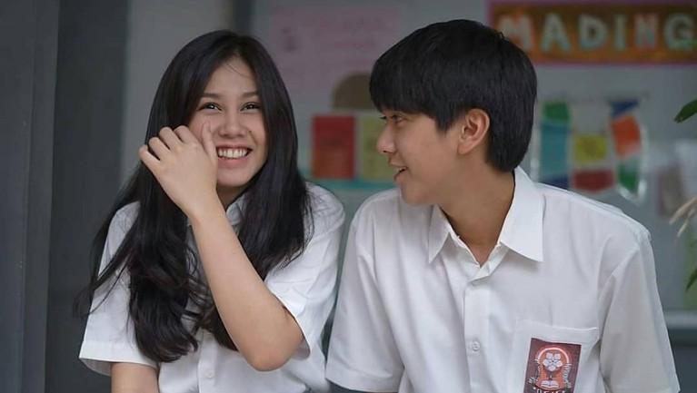 Film Dilan 1991 segera tayang pekan depan. Berikut enam gombalan Dilan ini siap bikin baper para penonton karena saking romantisnya.