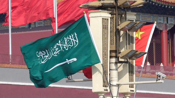 Flags of Saudi Arabia and China are hung in front of Tiananmen Gate before Saudi Crown Prince Mohammed bin Salman's visit to Beijing, China February 21, 2019. REUTERS/Jason Lee