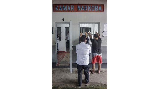Kericuhan terjadi di Lembaga Pemasyarakatan (Lapas) Narkoba Kabupaten Langkat, Sumatera Utara. Ratusan narapidana mengamuk dan merusak bangunan lapas.