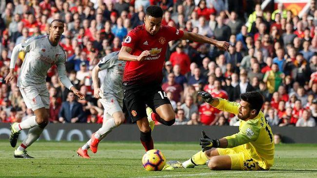 Duel sengit antara Manchester United vs Liverpool berakhir imbang tanpa gol pada babak pertama lanjutan Liga Inggris di Old Trafford, Minggu (24/2).