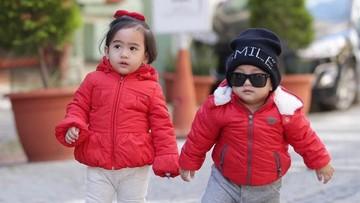 9 Gaya Imut nan Menggemaskan Keponakan Syahrini, Raja & Ratu