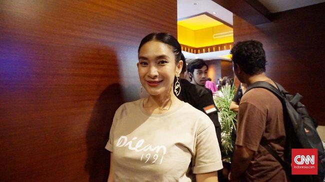 Happy Salma mengaku sempat menolak kembali terlibat di 'Dilan 1991' karena saat syuting ia baru saja melahirkan.