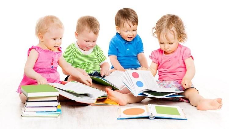 Rupanya agar anak pandai membaca bukan cuma dipengaruhi dari cara belajarnya, tetapi dari makanannya juga lho.