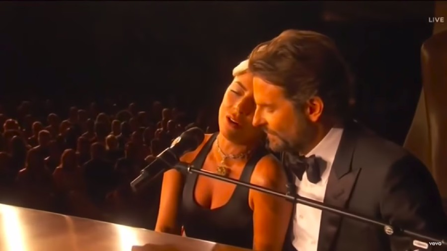 Cinlok dengan Bradley Cooper, Lady Gaga: Aku Bisa Menipu