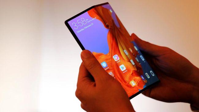 Ponsel layar lipat diperkirakan menjadi medan tempur baru para vendor ponsel setelah lama berkutat di fitur kamera.