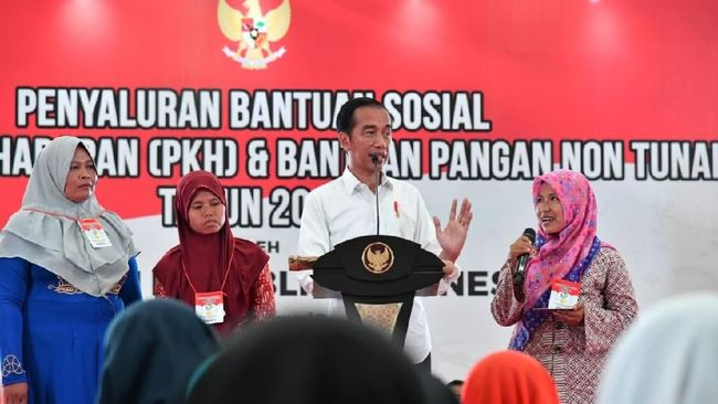 Presiden Joko Widodo (Jokowi) meminta kepada masyarakat agar membuat perencanaan keuangan yang baik dalam menggunakan bantuan Program Kelurga Harapan (PKH)