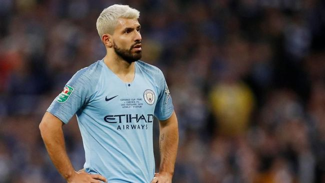 Manchester City kini sedang dihantui 'Kutukan Drake' setelah striker Sergio Aguero kedapatan berpose bersama penyanyi rap ternama, Drake.