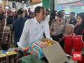 Beli Beras di Cilacap, Jokowi Tolak Kembalian Rp65 Ribu