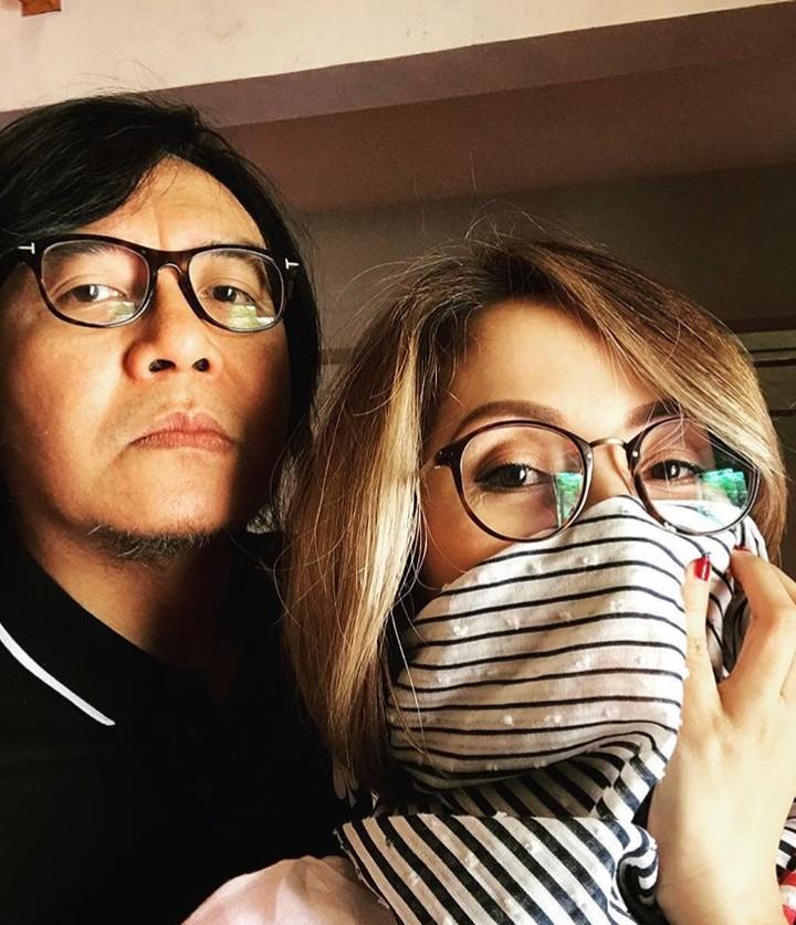 Ari Lasso dan Vita Dessy sudah menikah selama 20 tahun lebih. Tapi, kemesraan mereka tetap awet meski jarang tersorot kamera.