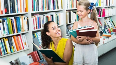 Si Kecil Merengek Minta Buku Mahal? Bunda Simak Ya Solusinya