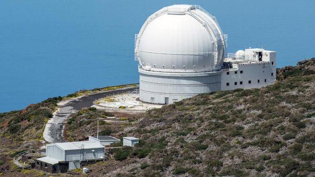 Observatorium terbesar di Asia Tenggara berlokasi di Gunung Timau, NTT. Pembangunannya diharapkan rampung pada tahun 2021.