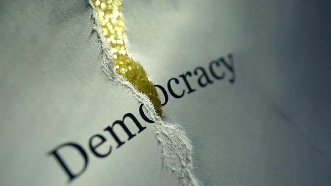 Sejumlah LSM mencatat ada banyak kasus yang membuat kebebasan berpendapat jadi terganggu akibat keberadaan buzzer dan penerapan UU ITE.
