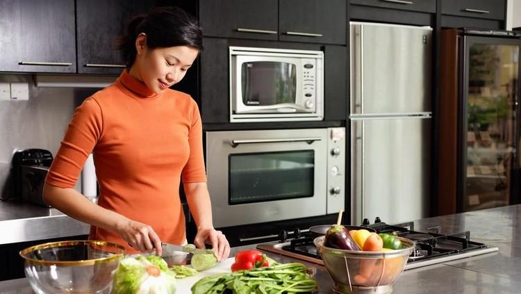 Setiap Bunda pasti ingin keluarganya menerapkan pola hidup sehat agar keluarga, khususnya si kecil tak mudah sakit.