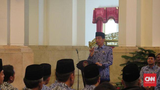 Presiden Joko Widodo berharap Aparatur Sipil Negara dapat memberikan layanan terbaik untuk masyarakat. Semua regulasi yang menghambat harus dipangkas.