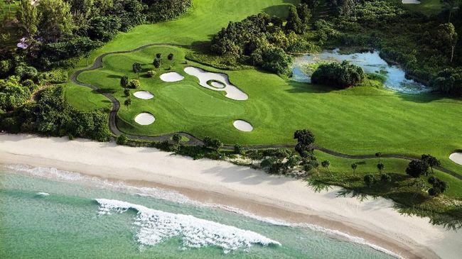 Golf menjadi daya tarik wisata di Bintan, Kepulauan Riau. Di sana ada resor baru yang menawarkan fasilitas dan layanan memanjakan pegolf.