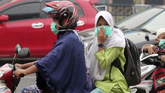 Jumlah kunjungan penderita ISPA di sejumlah faskes kota Pontianak, Kalimantan Barat, meningkat diduga sebagai dampak kabut asap karhutla.