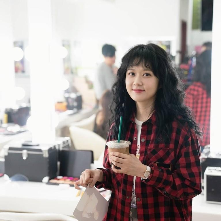 Jang Na-ra yang lahir di Korea Selatan pada 18 Maret 1981 ini memiliki wajah yang super imut.