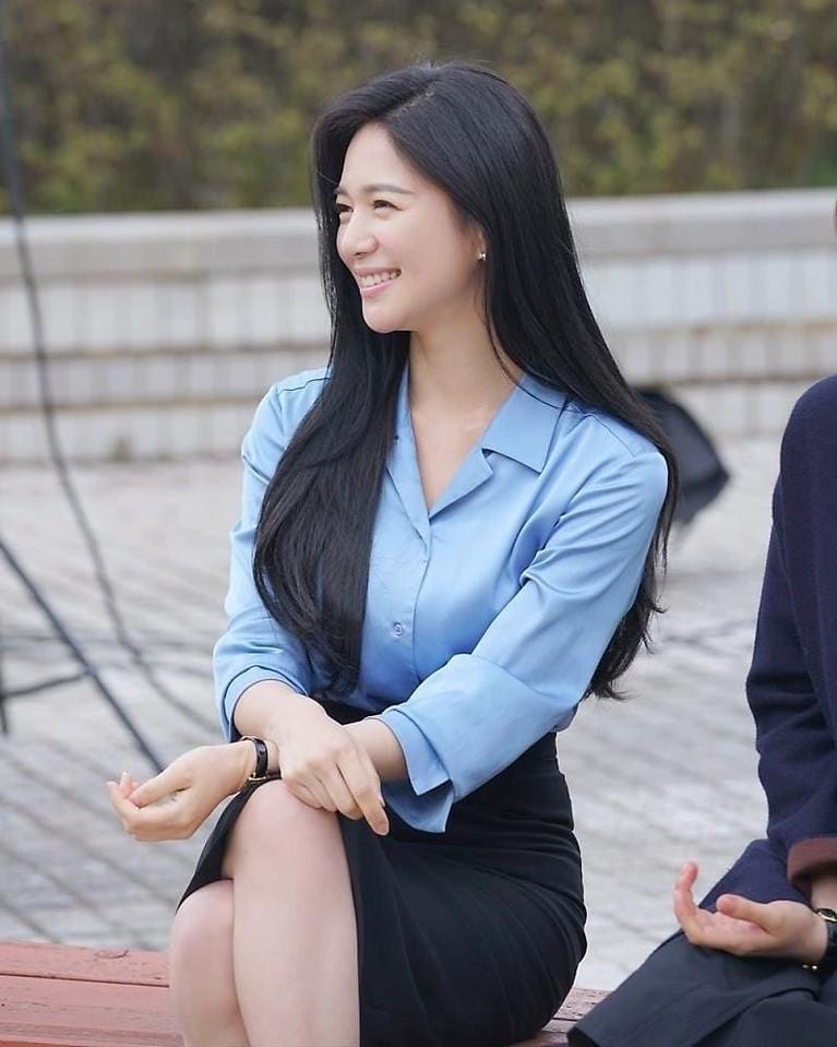 Lee Elijah berperan sebagai Min Yu Ra, sekretaris kekaisaran Korea dalam dramaThe Last Empress.