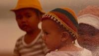 <p>Throwback waktu Luna berusia satu tahun. Mengenakan topi warna-warni yang menambah keimutannya saat itu. (Foto: Instagram @pray_n_love)</p>