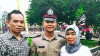 """<p>Tahu nggak, Bun?<a href=""""https://sport.detik.com/sepakbola/liga-indonesia/d-4149191/sani-rizki-fauzi-jimat-keberuntungan-bhayangkara-fc"""" target=""""_blank"""">Sani Rizki Fauzi</a> merupakan anggota kepolisian RI berpangkat Bripda lho. Ia diterima menjadi siswa kepolisian di SPN Lido pada 2016. (Foto: Instagram/idakusumawati1020)</p>"""