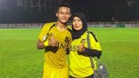 <p>Sani sudah menyukai sepakbola sejak kecil. Ibundanya, Ida Kusumawati, sangat mendukung Sani jadi pesepakbola. (Foto: Instagram/sanirizkifauzi20)</p>