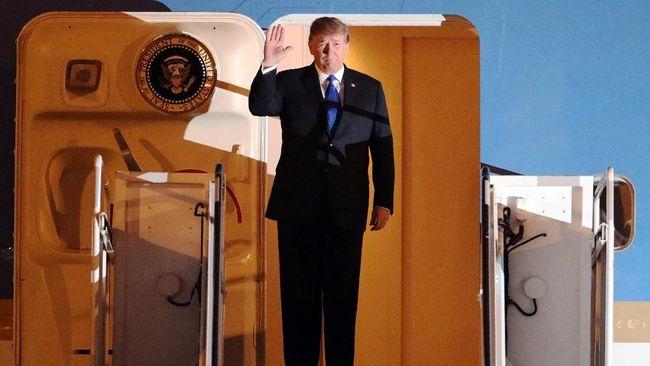 Presiden AS Donald Trump mendesak Jepang memotong surplus perdagangan mereka dengan AS. Desakan ditengah ancaman tarif tinggi atas mobil Jepang.