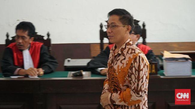 Jaksa menuntut Bupati Cirebon nonaktif Sunjaya Purwadisastra dengan hukuman 7 tahun penjara karena dinilai terbukti memperjualbelikan jabatan.