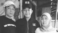 <p>Ayah Sani bekerja sebagai tukang ojek, sedangkan ibunya petugas cleaning service di Bank BPR di Cicurug, Sukabumi. (Foto: Instagram/sanirizkifauzi20)</p>