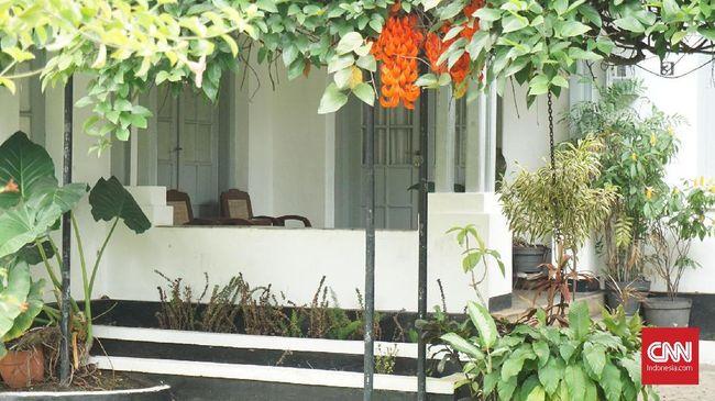 Bandung kini identik dengan kisah cinta Dilan dan Milea, yang 'terabadikan' lewat 'Dilan 1990' dan yang terbaru, 'Dilan 1991.'