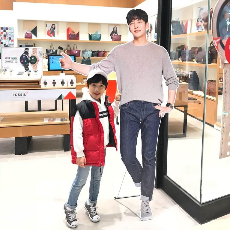 Oh Han Kyul berperan sebagai Na Dong Shik di serial drama The Last Empress. Berikut adalah penampilan keren Na Dong Shik.