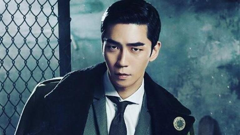 Hampir 16 tahun berkarya, terhitung Shin Sung-rok sudah memerankan 19 serial drama, sembilan film, dan 24 teater. Ia juga telah mengantongi delapan piala dari berbagai ajang penghargaan. Wah keren ya Insertizen!
