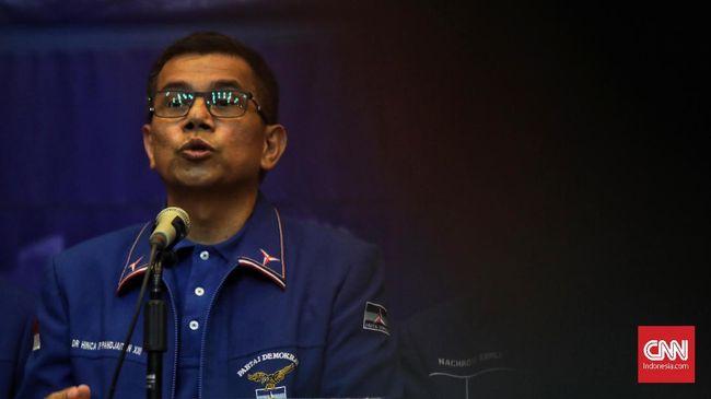 Ketum Demokrat Susilo Bambang Yudhoyono mengumpulkan sejumlah Petinggi Demokrat di Singapura. Sekjen Hinca Panjaitan mengatakan mereka hanya rapat biasa.