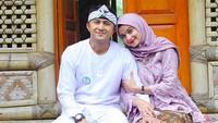 <p>Sebagai seorang istri, Sonya Fatmala selalu setia dampingi Hengky yang saat ini menjadi Wakil Wali Kota Bandung Barat. (Foto: Instagram @hengkykurniawan)</p>