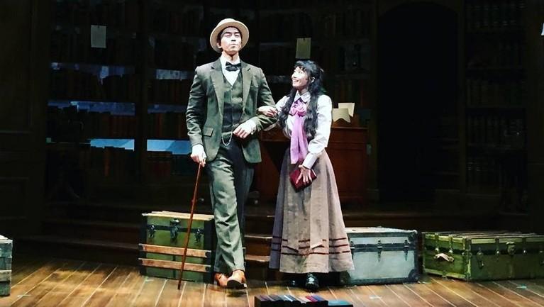 Jauh sebelum terkenal, pertunjukan drama musikal pertama Shin Sung-rok hanya ditonton oleh 20-25 orang.