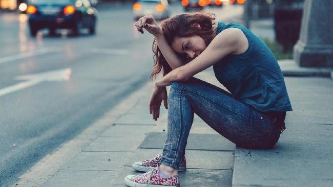 Putus cinta memang kondisi yang tak menyenangkan, tapi ada beberapa cara yang bisa Anda lakukan untuk menyintas dan beralih dari situasi buruk ini.