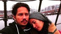 <p>Hampir sepuluh tahun menikah dan menunggu kehadiran anak, Dhini Aminarti dan Dimas Seto selalu terlihat bahagia nih, Bun. (Foto: Instagram @dhiniaminarti)</p>
