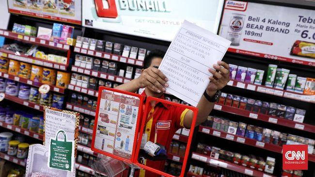 Karyawan Alfamart memprotes kebijakan manajemen yang memotong gaji 10 persen atas barang hilang. Protes akan dilanjutkan dengan aksi mogok kerja.