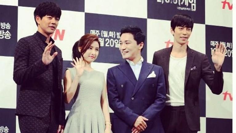 Shin Sung Rok juga meraih penghargaan dalam nominasi 'Best Supporting Actor' lewat film Trot Lovers, The Kings Face,di ajang penghargaanKBS Drama Awardstahun 2014.