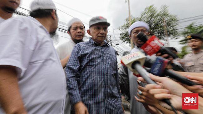 Amien Rais menyatakan timnya tak akan ke MK lagi jika timnya menemukan bukti kecurangan Pemilu 2019, tapi langsung mengerahkan 'people power'.