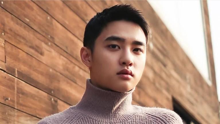 Sebelum mendapatkan peran utama di drama terkenal, D.O. EXO ternyata pernah ditunjuk sebagai cameo lho. Pria yang kini tengah wamil itu tampil di drama To The Beautiful You dan Dear My Room.