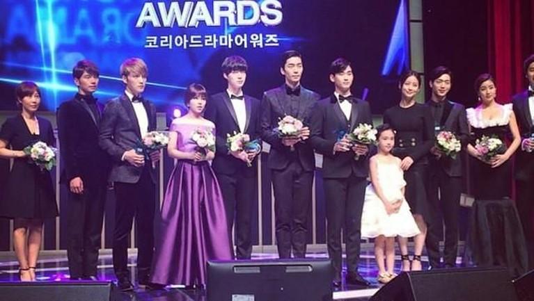 Shin Sung Rok meraih dua penghargaan di tahun 2014. Menang dalam nominasi 'Hot Star Awards' di ajang penghargaan7th Korean Drama Awards, dan 'Excellence Actor In Drama' diSBS Drama Awards, lewat filmMy Love From The Star.