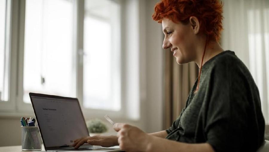 Trik agar Bunda Tidak Boros Saat Belanja Online