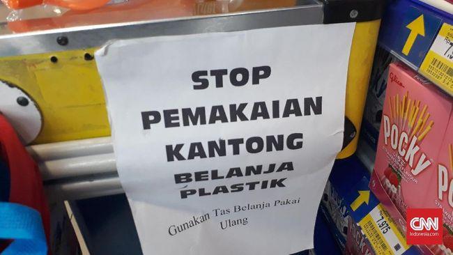 Toko ritel Hypermart di Gajah Mada Plaza akan memberlakukan kebijakan plastik berbayar pada 15 Maret 2019 mendatang.