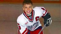 """Kala itu, Scooter Braun terpukau melihat video rekaman penampilan Justin dalam lomba menyanyi yang diunggah ibu Justin, lalu mencari keberadaan Justin. (Foto: Instagram @justinbieber)<div class=""""gmail_attr"""" dir=""""ltr""""></div>"""